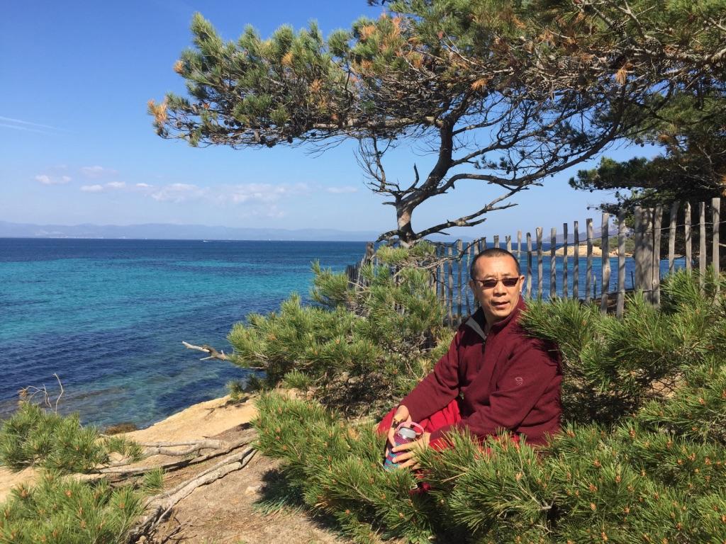 Lama Samten à Porquerolles pour le centre Paramita du Var